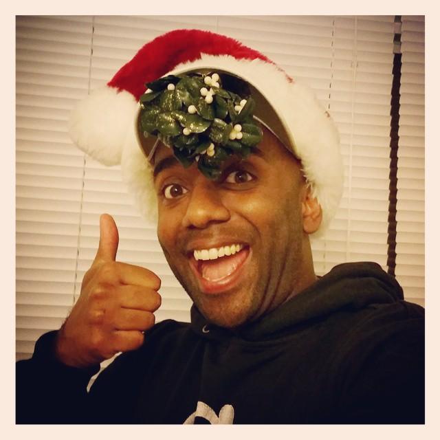 Mistletoe-hat selfie! Misthelfie! #selfiegram #merrychristmas #ladies…