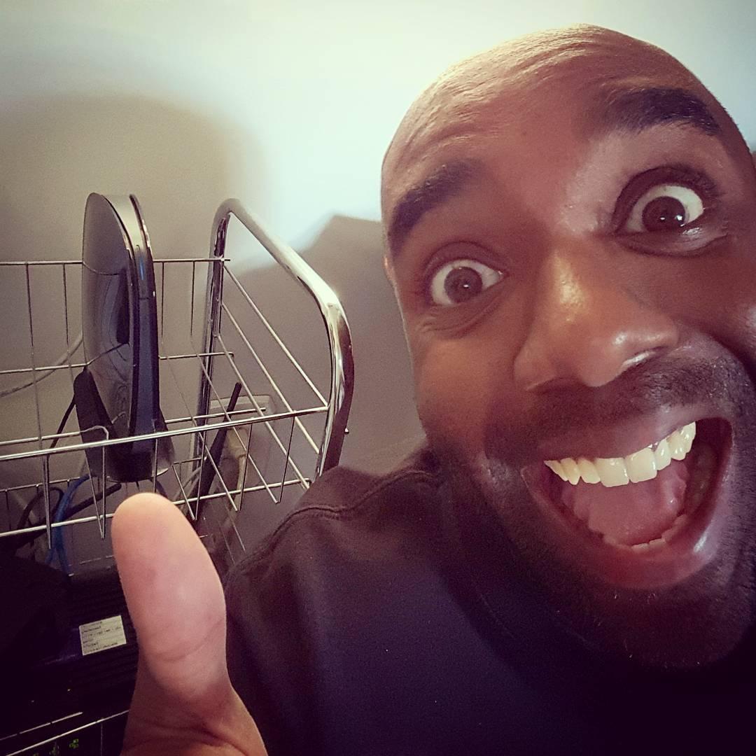 Super-fast internet selfie!  Sufinelfie!  #selfiegram #homesweethome