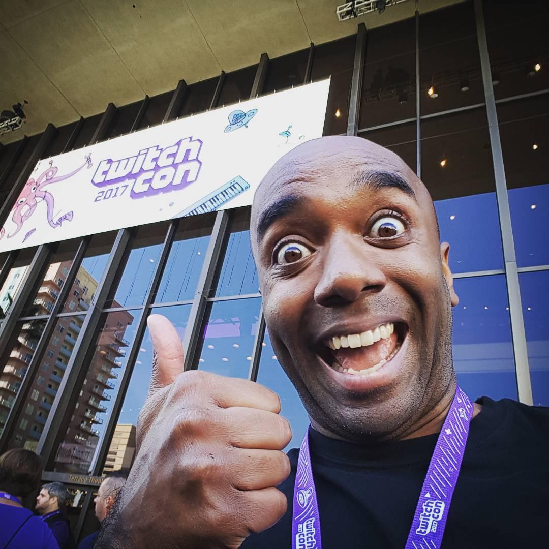 TwitchCon 2017 selfie!  Ifeeloldfie!  #selfiegram #twitchcon #lineupsfordays
